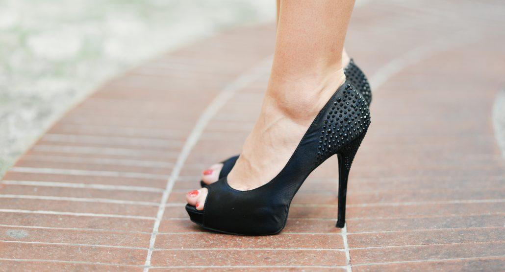 acheter en ligne 478ec a6708 Comment marcher avec des talons ? - Blog mode E-nuage