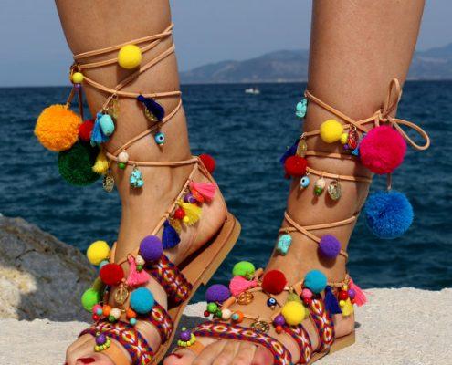 sandales à pompons ethnique