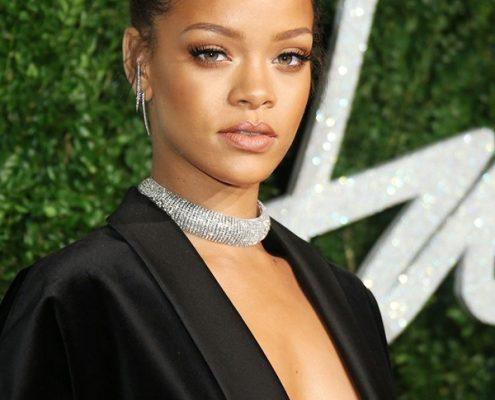 Rihanna : Source