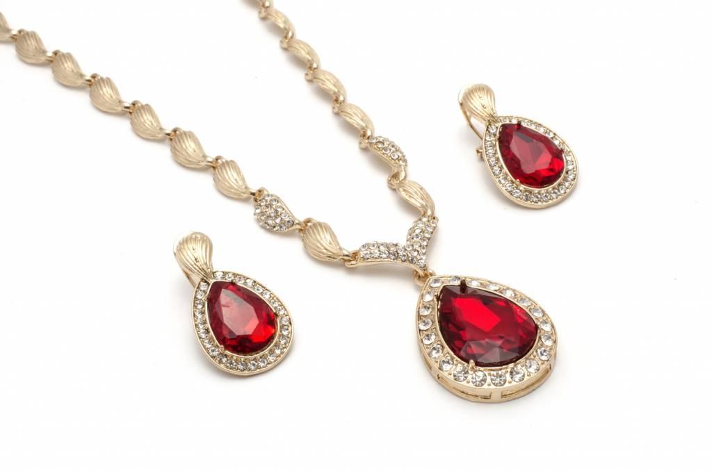 Le collier goutte, le bijou idéal pour la Saint-Valentin